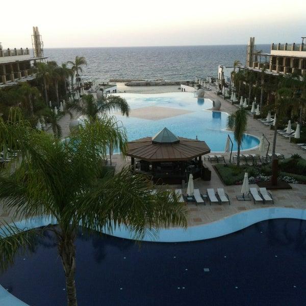 รูปภาพถ่ายที่ Cratos Premium Hotel & Casino โดย Berk K. เมื่อ 5/30/2013