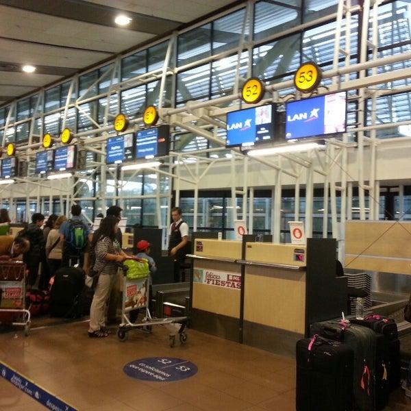 Foto tomada en Aeropuerto Internacional Comodoro Arturo Merino Benítez (SCL) por Hugo el 2/22/2013