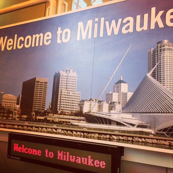 Foto tirada no(a) General Mitchell International Airport (MKE) por dude4real em 10/6/2012