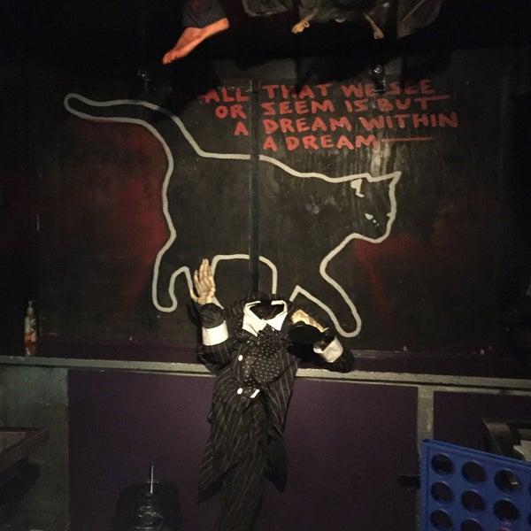 10/7/2016 tarihinde John E.ziyaretçi tarafından Raven Lounge'de çekilen fotoğraf
