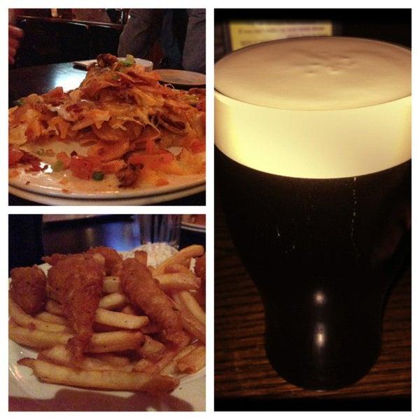 Foto scattata a McMullan's Irish Pub da Julie L. il 12/4/2012