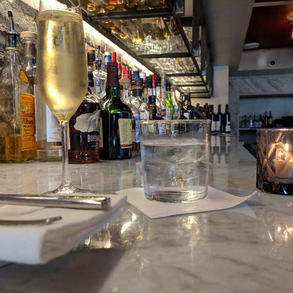 Foto scattata a Cork Wine Bar and Market da Meka L. il 8/22/2018