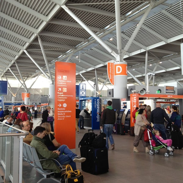 4/30/2013에 Marina D.님이 바르샤바 쇼팽 공항 (WAW)에서 찍은 사진