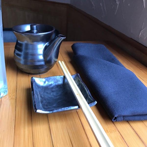 Das Foto wurde bei Mura Japanese Restaurant von Wendell F. am 4/3/2017 aufgenommen