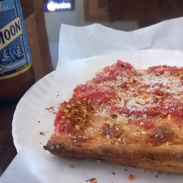 Photo prise au Solo Pizza NYC par Sarah T. le6/10/2015