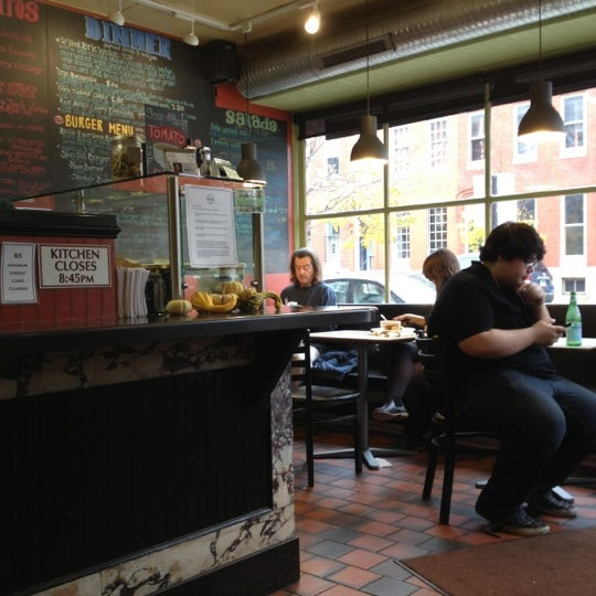 Foto diambil di On the Hill Cafe oleh Angela H. pada 11/15/2012