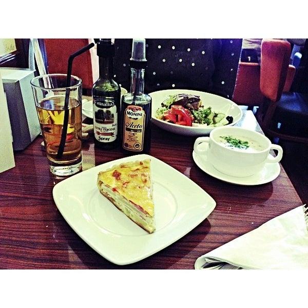 Снимок сделан в Круассан-кафе пользователем Мария Т. 11/9/2013
