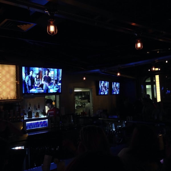 1/19/2015にHamid A.がWarehouse Bar & Grillで撮った写真