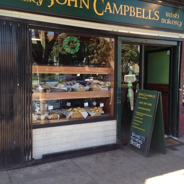 Photo prise au John Campbell's Irish Bakery par Christine S. le6/29/2014
