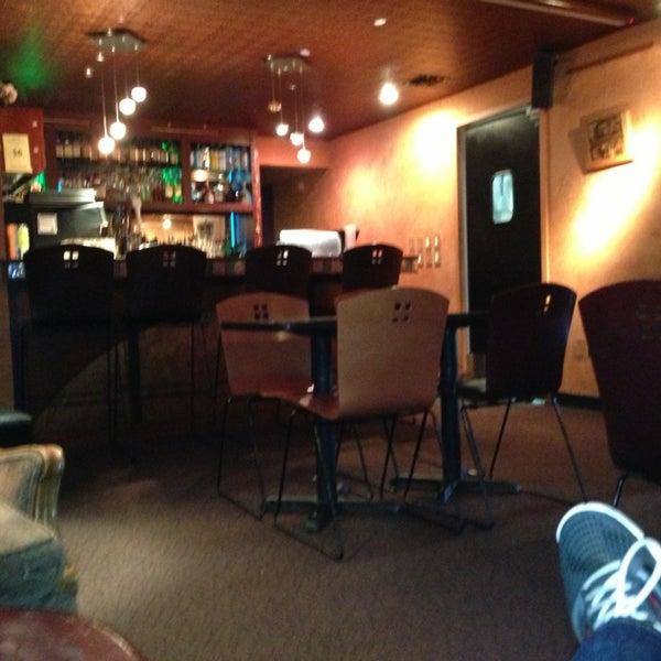 รูปภาพถ่ายที่ Tea Zone & Camellia Lounge โดย Sonny G. เมื่อ 5/22/2013