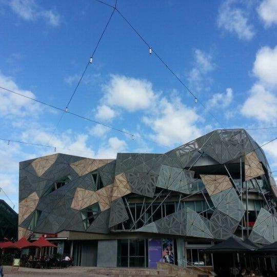 รูปภาพถ่ายที่ Federation Square โดย Lui Cheuk Fung เมื่อ 10/1/2012