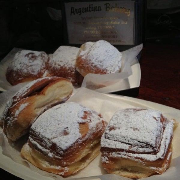 Foto scattata a Argentina Bakery da Tim L. il 1/27/2013