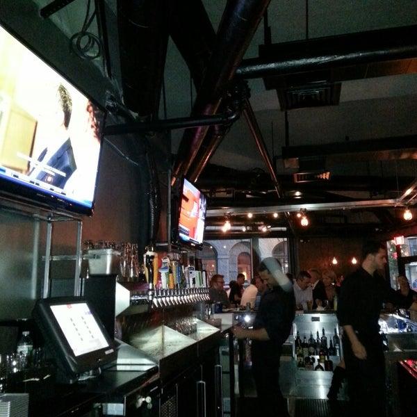 9/13/2013にCrawl I.がWarehouse Bar & Grillで撮った写真