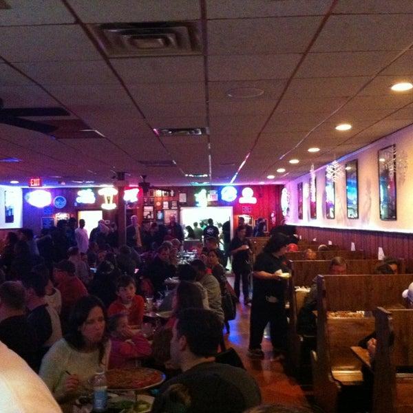 รูปภาพถ่ายที่ Star Tavern Pizzeria โดย Dan W. เมื่อ 2/23/2013
