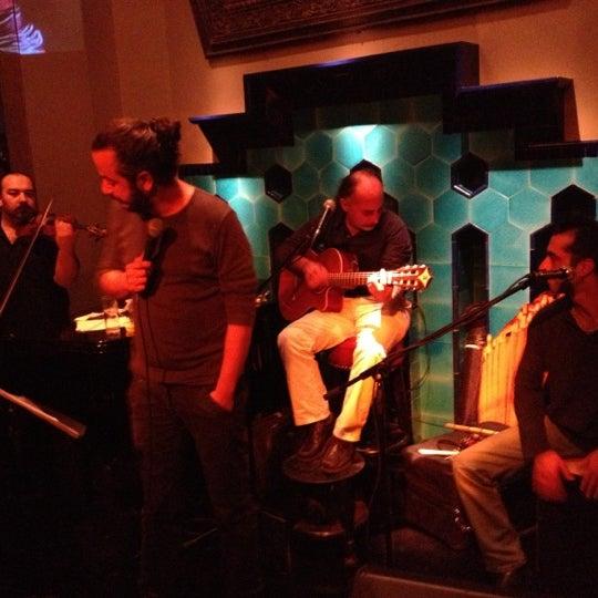 รูปภาพถ่ายที่ Zihni Bar โดย Canberk B. เมื่อ 10/5/2012