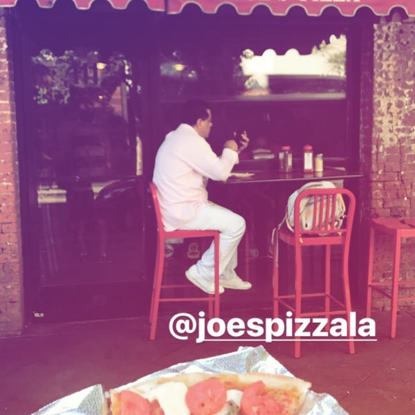 Foto scattata a Joe's Pizza da Tami S. il 7/26/2017