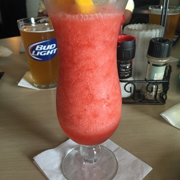 Foto tomada en Cabanas Beach Bar and Grill por Mary H. el 9/27/2015