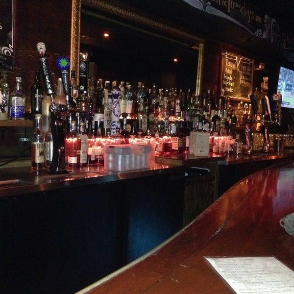 10/14/2013 tarihinde Gary A.ziyaretçi tarafından Verdugo Bar'de çekilen fotoğraf