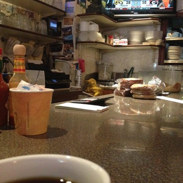 Photo prise au Morning Star Cafe par Mike M. le10/12/2013