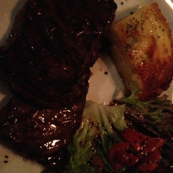 La entraña es el mejor plato principal de este Restaurant ;). Me encanto y excelente atención junto a un buen Malbec