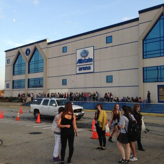 รูปภาพถ่ายที่ Allstate Arena โดย Amanda F. เมื่อ 10/24/2012