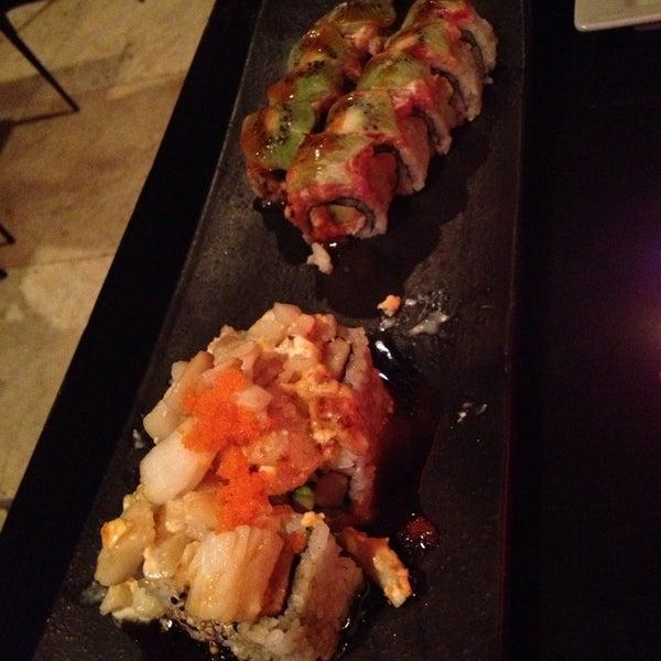 Das Foto wurde bei Red Koi Thai & Sushi Lounge von Karen T. am 6/4/2013 aufgenommen