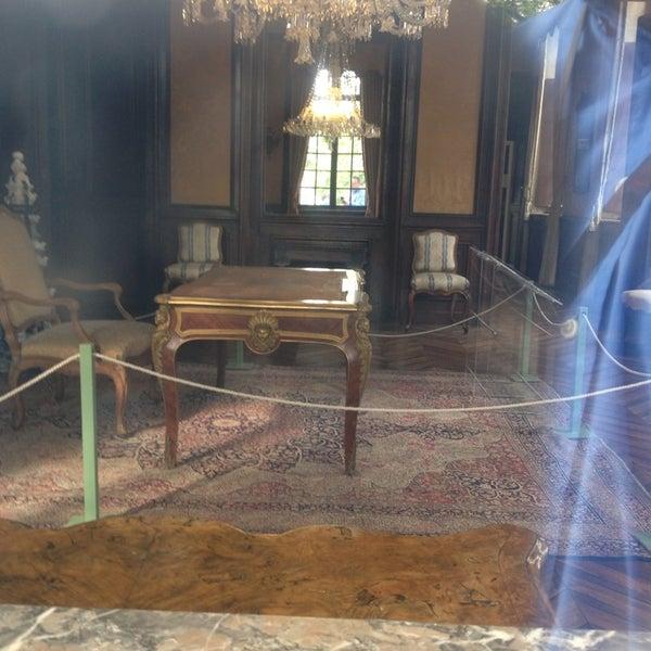 รูปภาพถ่ายที่ Design Museum Gent โดย ludo w. เมื่อ 8/11/2013