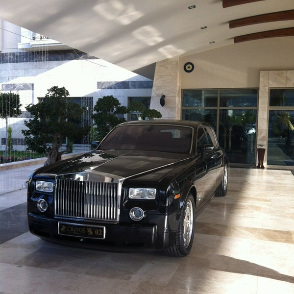รูปภาพถ่ายที่ Cratos Premium Hotel & Casino โดย Gokce S. เมื่อ 3/9/2013