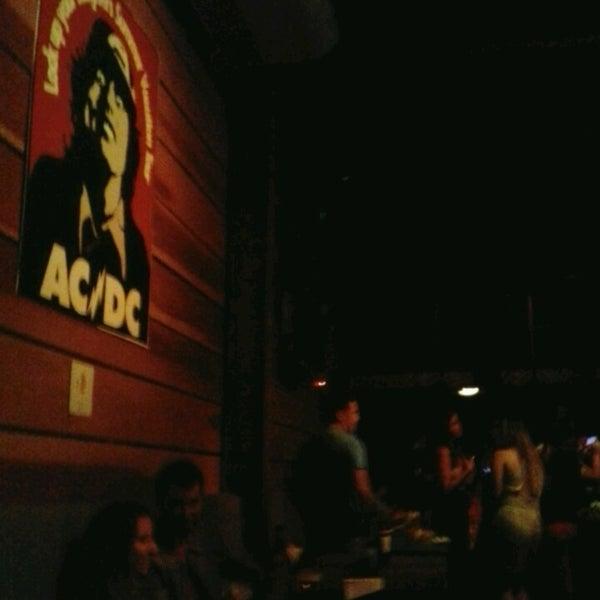 Foto tomada en Ozzie Pub por Jéssica M. el 2/23/2013