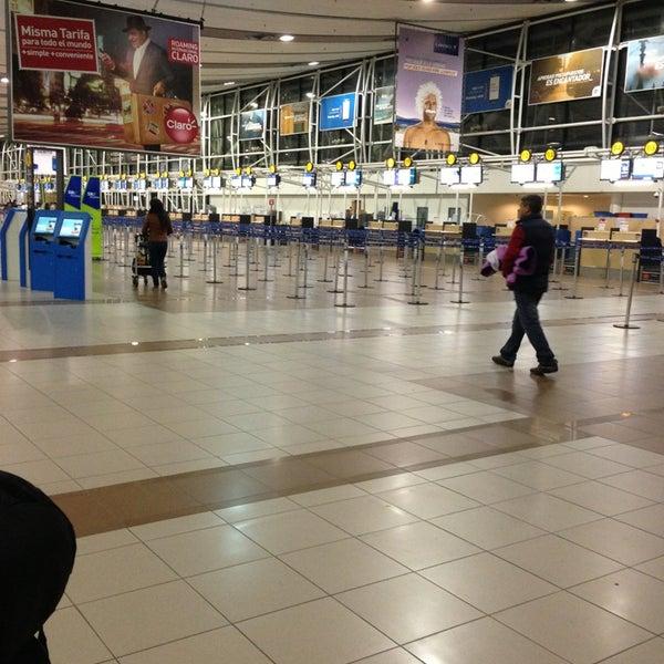Foto tirada no(a) Aeropuerto Internacional Comodoro Arturo Merino Benítez (SCL) por Faudi M. em 7/12/2013