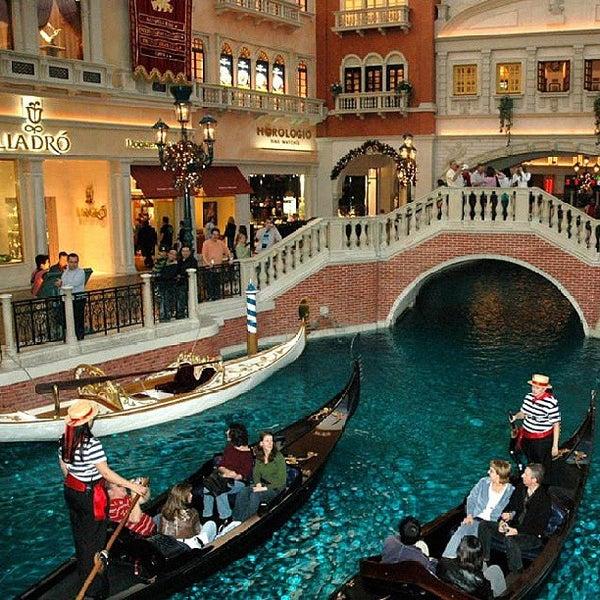 Foto tirada no(a) Venetian Resort & Casino por Kris K. em 6/10/2013