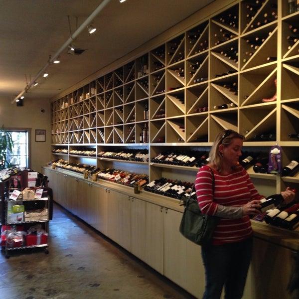 3/30/2014 tarihinde Stefan M.ziyaretçi tarafından Los Olivos Wine Merchant Cafe'de çekilen fotoğraf
