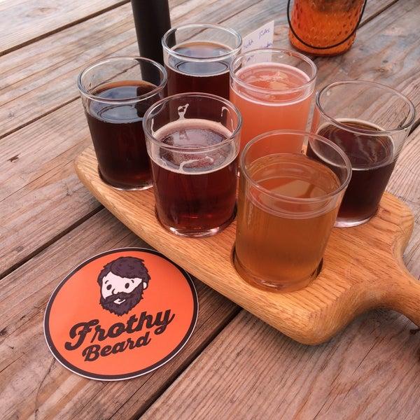 Foto tirada no(a) Frothy Beard Brewing Company por Terry K. em 5/22/2016