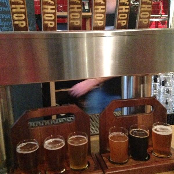 6/16/2013에 Manu M.님이 DryHop Brewers에서 찍은 사진