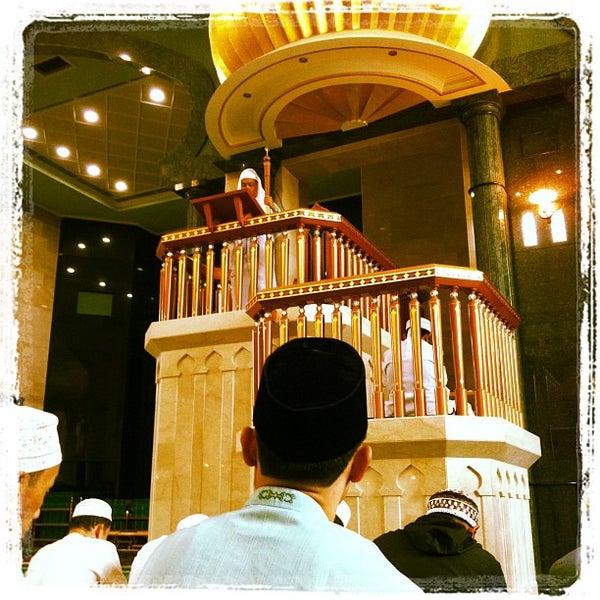 3/8/2013 tarihinde J-Ki J.ziyaretçi tarafından Masjid Al-Ameerah Al-Hajjah Maryam, Kg Jerudong'de çekilen fotoğraf