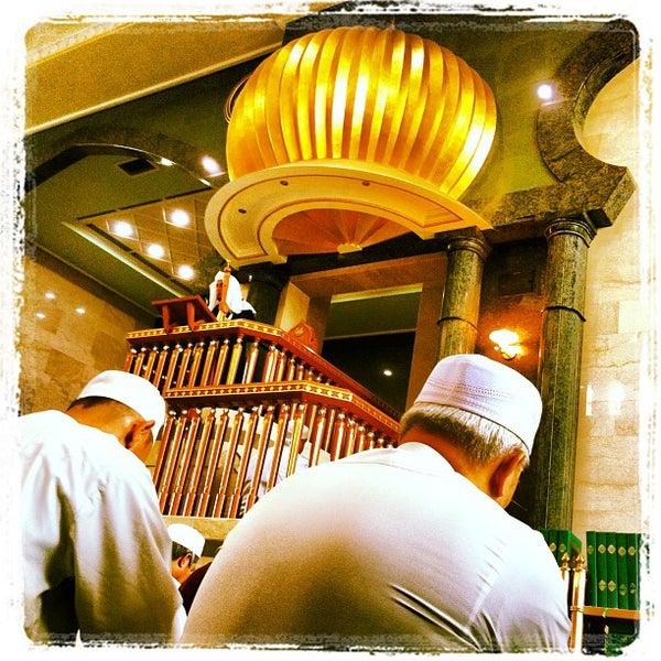 1/11/2013 tarihinde J-Ki J.ziyaretçi tarafından Masjid Al-Ameerah Al-Hajjah Maryam, Kg Jerudong'de çekilen fotoğraf