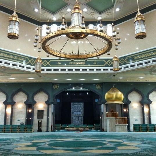9/28/2012 tarihinde J-Ki J.ziyaretçi tarafından Masjid Al-Ameerah Al-Hajjah Maryam, Kg Jerudong'de çekilen fotoğraf