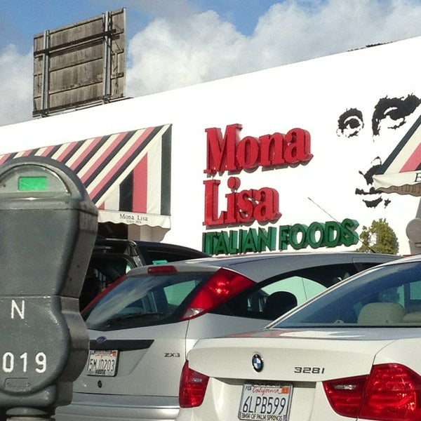 Das Foto wurde bei Mona Lisa Italian Restaurant von Laura S. am 12/26/2012 aufgenommen