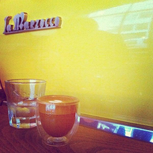Das Foto wurde bei Brooklyn Roasting Company von Li J. am 12/16/2012 aufgenommen