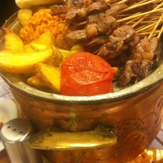 Foto diambil di Topçu Restaurant oleh Fusun B. pada 2/4/2013