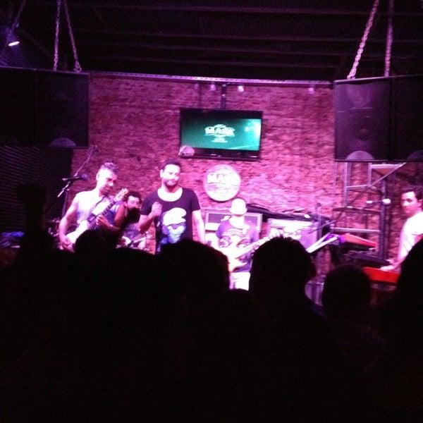 Foto diambil di Mask Live Music Club oleh Meral K. pada 4/7/2013