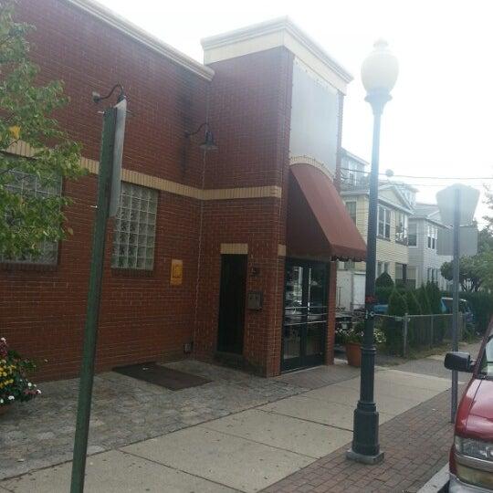 รูปภาพถ่ายที่ Star Tavern Pizzeria โดย Jose A. G. เมื่อ 9/30/2012