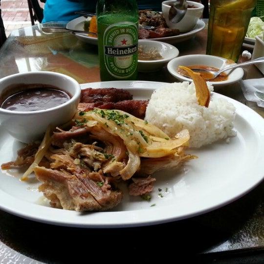 Foto diambil di El Meson de Pepe Restaurant & Bar oleh Anthony R. pada 12/5/2012