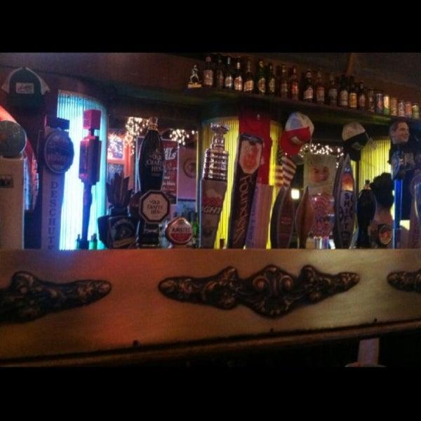 รูปภาพถ่ายที่ Lottie's Pub โดย Erock216 เมื่อ 4/10/2013