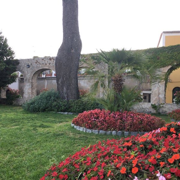 Foto diambil di Hotel Palazzo Avino oleh Vincenzo B. pada 9/13/2017