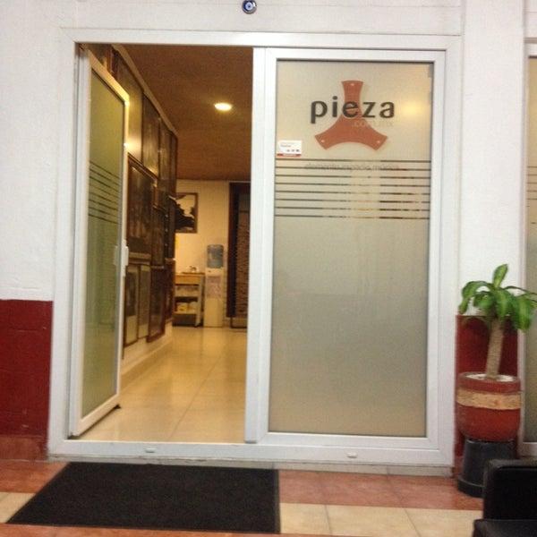 Photo prise au Pieza Estudios par Jacqueline M. le4/22/2014