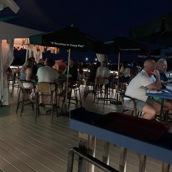 Foto scattata a Aqua Bar da Albert C. il 7/25/2020