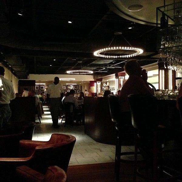 รูปภาพถ่ายที่ Ecco Midtown โดย Colleen H. เมื่อ 10/12/2012