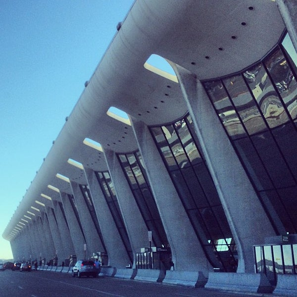 Foto diambil di Washington Dulles International Airport oleh Jason T. pada 10/26/2013
