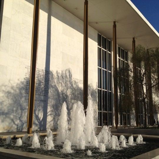 Снимок сделан в The John F. Kennedy Center for the Performing Arts пользователем Jason T. 11/4/2012